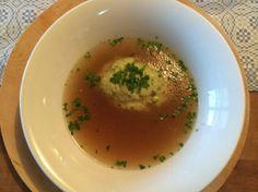 Käseknöderlsuppe, Knödelsuppe, Grießknödel, traditionelle Suppe