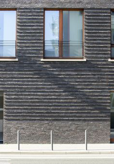 Gemeindezentrum im Westhafenviertel - Bauen mit Backstein - The Effective Pictures We Offer You About steel facade A quality picture can tell you many th Brick Masonry, Brick Facade, Brick Wall, Facade House, Building Skin, Building Facade, Architecture Windows, Architecture Design, Brick Design