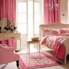 Girly bedroom ~ Teaming bright colours with vintage-inspired floral designs creates a fun, lively feel for a girl's bedroom. Pink Bedrooms, Teenage Girl Bedrooms, Shabby Chic Bedrooms, Bedroom Vintage, Girls Bedroom, Vintage Room, Vintage Girls, Vintage Floral, Home Bedroom