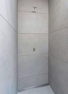Kundefoto   Lækker Minimalistisk Bruseniche Med 60x120cm Betonfliser Og  VOLA Armatur 👌 #bruseniche #scandinavianbath