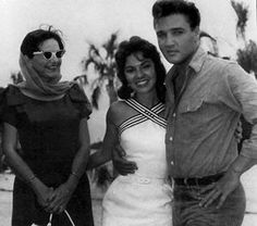 Elvis with fans on the Follow that dream set summer 1961.