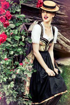 Dirndl im Blumendessin - Classic Austrian Drindl with floral pattern. Folk Fashion, Fashion Mode, Womens Fashion, Traditional German Clothing, Traditional Dresses, Dirndl Dress, Dress Up, German Costume, Clothes 2018