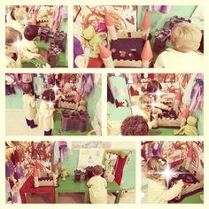 Proyecto de príncipes y princesas en una clase de 2 años de educación infantil. Hemos fabricado castillos (diy), dragones, coronas....
