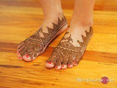 Amazing Moroccan design on feet