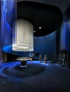 """""""Van Cleef & Arpels: The Art & Science of Gems"""" exhibition – at The ArtScience Museum, Singapore – April 23 to August 14. In each gallery, varied showcases form the basis of a scenic decor where jewels and minerals mingle side by side. #TheArtScienceOfGems Find out more: http://goo.gl/kfnGx0 © Van Cleef & Arpels, Photos by Edward Hendricks Scenography: Jouin Manku"""