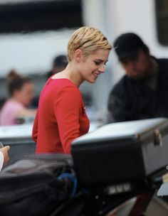 Kristen Stewart as Jean Seberg in Against All Enemies Hairstyles Haircuts, Cool Hairstyles, Kristen Stewart Movies, Jean Seberg, Photography Movies, Twilight Cast, Girl Crushes, American Actress, Short Hair Styles