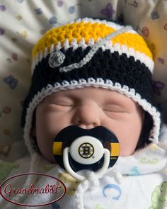 Black, Gold and White HOCKEY Crocheted Hockey Helmet Hat & by Grandmabilt, Where was all this when mine were babies? Baby Boy Hockey, Baby Boy Hats, Baby Boy Outfits, Hockey Hats, Hockey Helmet, Crochet For Boys, Crochet Baby, Grays Hockey Sticks, Boston Bruins Hockey