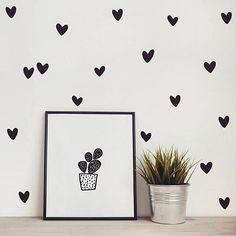 Kit de adesivos - Corações Irregulares. Muito amorzinho.  Link da loja no perfil.  #adesivosdeparede #adesivodeparede #parede #adesivodecorativo #decor #decoração #designdeinteriores #coracao #decorefacil #ideiascriativas #poster #quadro #casa #casamento #instagood #instadecor #apartamento #diy #facavocemesmo #sabadão #heart #hearts #corações #DivirtaSeDecorando #presentecriativo #ideiasdecoracao #sabado #quartodebebedecor