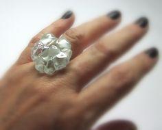Glass Ring / Anel de vidro  transparente/ branco  Base metal Ajustável -M - n 20   2,5 cm diam    MAIS ANÉIS DE VIDRO EM:   http://www.elo7.com.br/glassbijoux/  .  . R$25,00