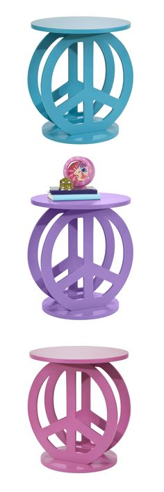 Perk up your place! The Two Peace accent table harmonizes well in your child's bedroom or workspace.