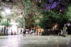 Αν έχεις μείνει στην Αθήνα, μην απελπίζεσαι. Η πόλη σου έχει αρκετές λύσεις σε σκιερά και κλιματιζόμενα μέρη