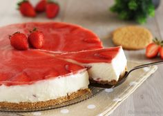 Torta+fredda+allo+yogurt+e+fragole+senza+forno