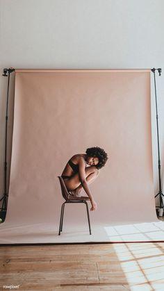 Портретная фотосессия, фотосессия на однотонном фоне, идеи для фотосессии