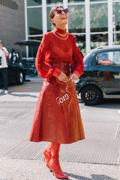 An unexpected break Red Fashion, Colorful Fashion, Star Fashion, Fashion Looks, Womens Fashion, Milan Fashion, Giovanna Battaglia, Fashion Editor, Fashion Trends