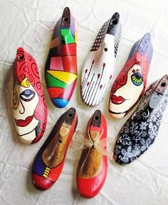Discover recipes, home ideas, style inspiration and other ideas to try. Shoes For High Arches, Schuster, Shoe Molding, Shoe Stretcher, Driftwood Projects, Funky Shoes, Found Object Art, Shoe Last, Hand Painted Shoes