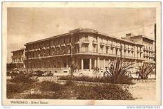 """""""Hotel Principe di Piemonte"""", già """"Hotel Select"""" (foto del 1922), Piazza Puccini, Viareggio.  Sorto nei primissimi anni Venti con il nome di Select Palace Hotel, nel 1925 si innalza di due piani, impreziositi dal magnifico frontone che armonizza la parte centrale."""