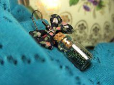 """Boucle d'oreille de la collection """"Potion magique"""" aux tons verts ! Disponibles en différents coloris et diverses matières (or, argent, or vieilli, bronze, etc)."""