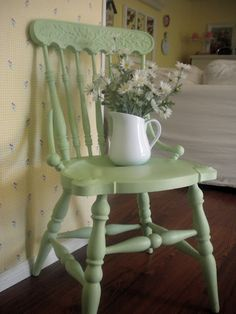 Little green chair. such a pretty green. Cottage Living, Cottage Style, Painted Chairs, Painted Furniture, Old Chairs, Porch Chairs, Pretty Green, Kitchen Chairs, Little White