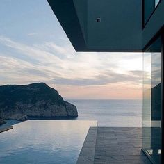 """1,850 Gostos, 5 Comentários - GENTLEMAN'S JOURNAL (@thegentsjournal) no Instagram: """"Evening from AIBS house in Ibiza. She stands 159m above sea level and has a pretty incredible view.…"""""""