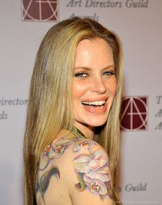 I love Kristen Bauer because:  A) True Blood.  Pam is awesome!  B) She's a vegetarian.  ♥  C) She has a bad-ass tattoo!  Love it!