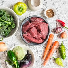 Raw ingredients for lunch - beef meat and vegetables Стоковые фото Стоковая фотография