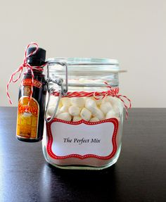 "The ""Perfect Mix"" Hot cocoa in jars with marshmallows and kahlua #diy #homemade #gifts"
