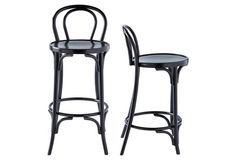 Black stools are a sophisticated kitchen addition!