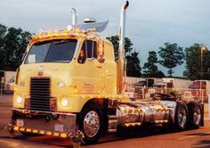 The Amazing Secrets Of Optimus Prime Cute Show Trucks, Big Rig Trucks, Old Trucks, Pickup Trucks, Custom Big Rigs, Custom Trucks, Optimus Prime, International Harvester Truck, Train Truck