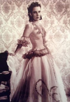 . Victorian, Celebrities, Face, Artists, Actors, Dresses, Women, Fashion, Vestidos
