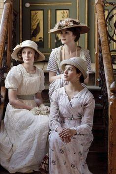 Laura Carmichael (Lady Edith Crawley), Jessica Brown Findlay (Lady Sybil Crawley), & Michelle Dockery (Lady Mary Crawley) of Downton Abbey