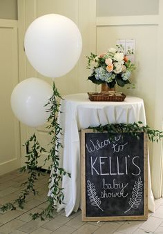 Floral Baby Shower Floral Baby Shower Every baby shower needs a chalkboard sign Floral Baby Shower Baby Shower Brunch, Boho Baby Shower, Baby Shower Signs, Gender Neutral Baby Shower, Floral Baby Shower, Baby Shower Parties, Baby Shower Themes, Baby Boy Shower, Shower Ideas