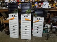 RePurposed Shutters Into A Snowman Old Shutters Decor, Small Shutters, Old Window Shutters, Metal Shutters, Plastic Shutters, Painting Shutters, Vinyl Shutters, Repurposed Shutters, Repurposed Furniture