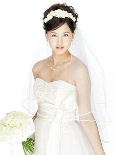 生花のティアラをあしらった妖精のような花嫁スタイル/Front