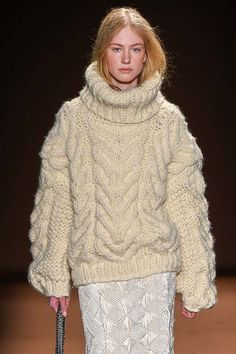 Fall 2015 The 6 Sweater Styles Every Woman Should Have in Her Closet - Chunky Fisherman sweater Knitwear Fashion, Sweater Fashion, Teen Vogue Fashion, Pull Mohair, Mohair Sweater, Pulls, Sweaters For Women, Women Wear, Turtle Neck