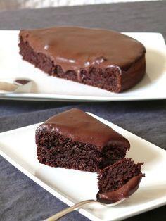 Moelleux au chocolat sans gluten à la poudre d'amande avec glaçage au chocolat salé à la fleur de sel