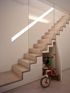 Modern Staircase Design Ideas - Modern stairs come in lots of design and styles that can be genuine eye-catcher in the different location. We have actually assembled best 10 modern versions of stairs that can provide. Staircase Storage, Staircase Railings, Wooden Staircases, Stair Storage, Stairs With Storage, Storage Area, Space Saving Staircase, Narrow Staircase, Open Stairs