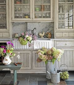farmhouse kitchen - these flowers make me so happy!