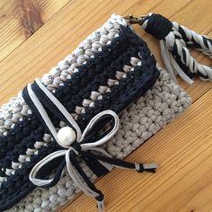 crochet inspiration ONLY. Crochet Clutch Pattern, Diy Crochet Bag, Crochet Clutch Bags, Crochet Handbags, Crochet Purses, Love Crochet, Knit Crochet, Crochet Patterns, Do It Yourself Inspiration