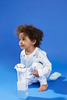 The Didi and Bud Blue Pyjamas Our Top Hats print provides a delicate addition of quintessentially English blue set on crisp, white cotton. Childrens Pyjamas, Blue Tops, Hats, Cotton, Blue Tank Tops, Hat