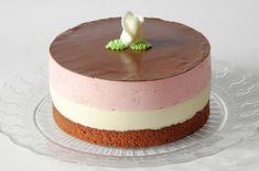 Neapolitan mousse cake http://kousekdortu.cz/neapolitan-mousse-cake/