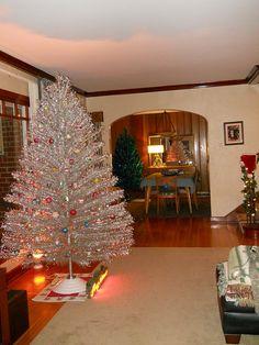 Silver Tinsel Tree, Tinsel Christmas Tree, Happy Merry Christmas, Christmas Past, Christmas Holidays, Vintage Christmas Photos, Vintage Christmas Ornaments, Retro Christmas Decorations, Traditional Christmas Tree