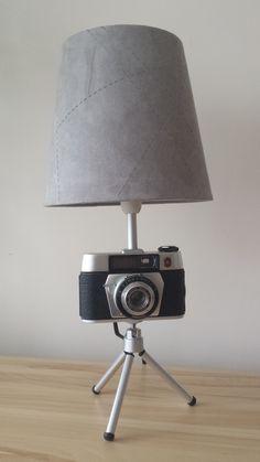 Stylowa lampa z aparatu foto. Do wykonania lampy użyto aparatu King Regulette. Zainteresowanych zakupem zapraszam do kontaktu: ladnyprezent@gmail.com