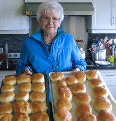 Helen McKinney's Canadian Prairie Dinner Buns: mom's classic recipe served at picnics and potlucks and Sunday and church dinners now and when I was a child. Make Ahead Breakfast, Breakfast Recipes, Breakfast Time, Donut Recipes, Cooking Recipes, Bread Recipes, Cinnamon Bun Recipe, Cinnamon Rolls, Croissants