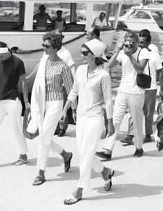 Jackie Kennedy in her famous Jack Rogers sandals. Look at all those stylish people!