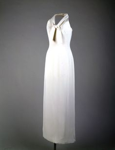 Oleg Cassini b. France, center back in ivory crepe with a halter neckline. This full length evening dress has a slight shawl collar tied in knot - worn by Jacqueline Kennedy during a photo session on with Moroccan jewelry. Jackie Kennedy, Moroccan Jewelry, Glamour, Vintage Fashion, Classic Fashion, Beautiful Outfits, Evening Dresses, Fashion History, Women Wear