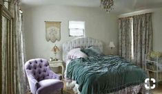 a casa della regina dello shabby: da Rachel Ashwell Shabby Chic Couture, Period Living, Shabby Chic Bedrooms, Linen Bedding, Bed Linens, Cool Beds, Boudoir, Couch, Furniture