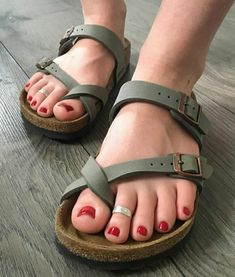 Toe Polish, Flip Flop Sandals, Flip Flops, Male Grooming, Gorgeous Feet, Sexy Toes, Pretty Toes, Birkenstock Mayari, Sport Sandals