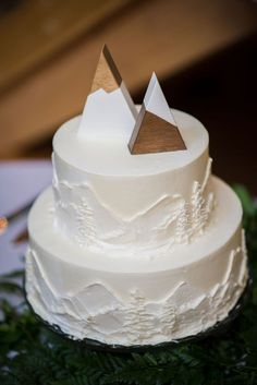 Winter Wedding Cake Topper With Wooden Triangles – Beautiful Wedding Cake Designs Floral Wedding Cakes, Wedding Cake Designs, Wedding Cake Toppers, Fall Wedding, Our Wedding, Dream Wedding, Winter Mountain Wedding, Mountain Weddings, Winter Bride