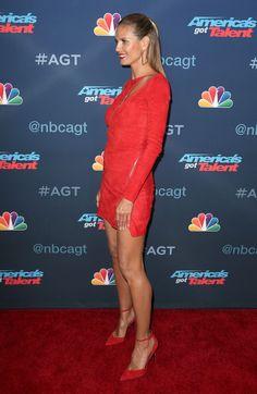 Heidi Klum - 'America's Got Talent' Season 11 Live Show Hollywood August 31 2016 Fashion Models, Girl Fashion, Sexy Legs And Heels, Lovely Legs, Hot Brunette, Beautiful Models, Beautiful Celebrities, Sexy Skirt, Heidi Klum