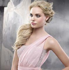 Frisur für Kleid mit einem Träger - 25 Ideen und Beispiele